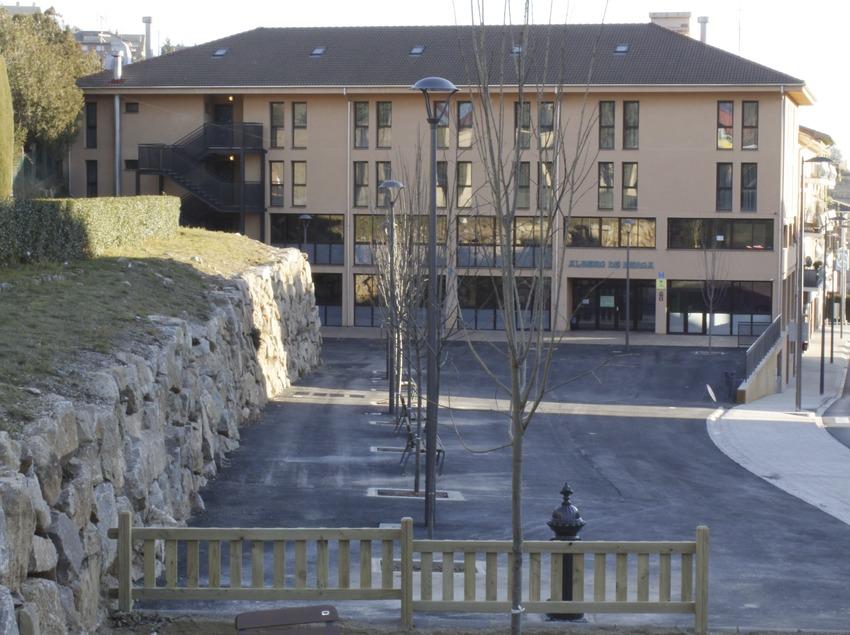 Berga. Exterior de l'alberg   (Xanascat)