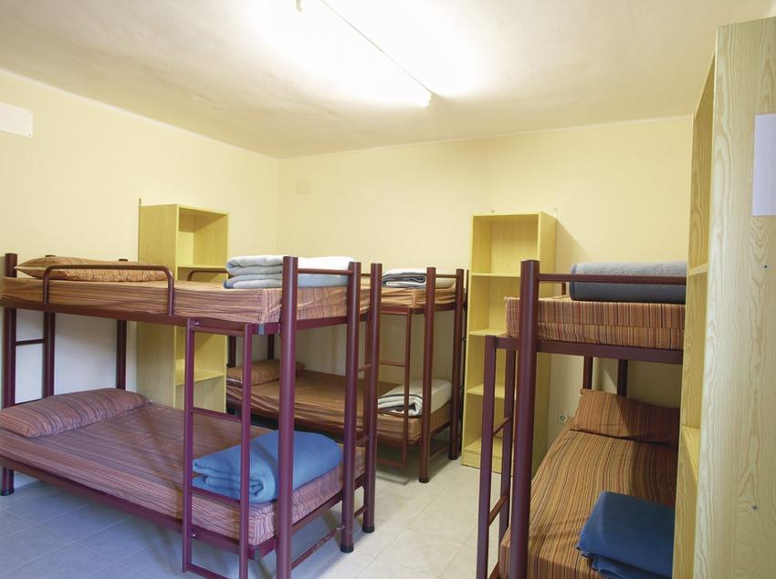 Pirineus. Dormitori de l'Alberg Anna Maria Janer, a Llívia   (Xanascat)