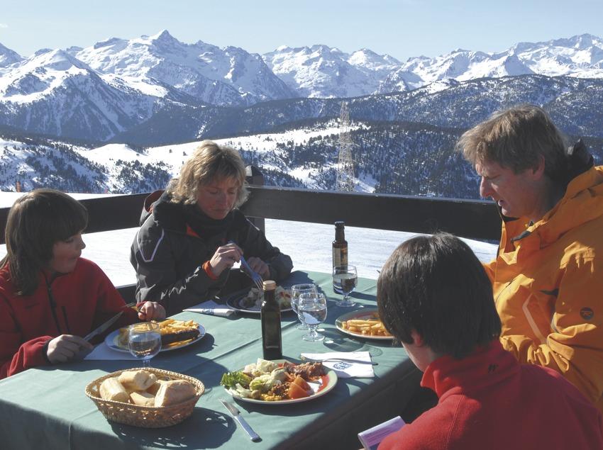 Val d'Aran. Esquiadors a Baqueira-Beret   (Oficina de Turisme de Baqueira-Beret)