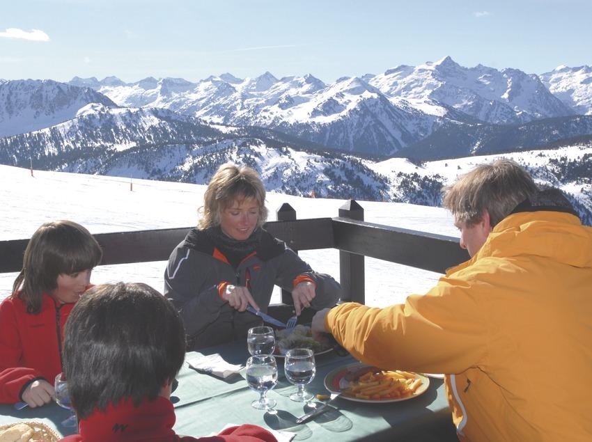Val d'Aran. Esquiadores en Baqueira-Beret   (Oficina de Turisme de Baqueira-Beret)