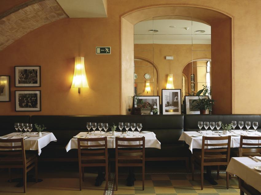 Cardona. Restaurant Les Monges, en el Hotel Bremon   (Hotel Bremon)
