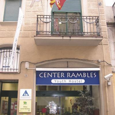 Barcelona. Façana de l'Alberg Rambles Centre   (Xanascat)