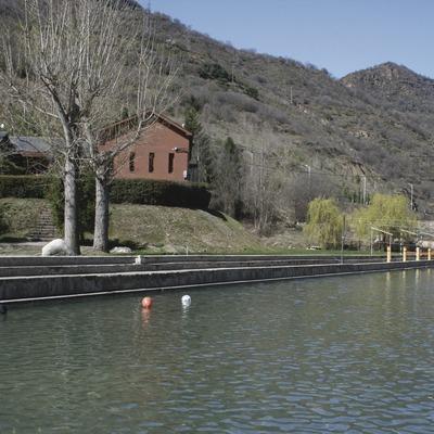 Pirineos. Alberg Escola de Piragüisme, en Sort   (Xanascat)