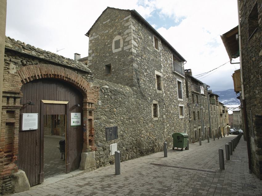 Pirineos. Alberg Anna Maria Janer, en Puigcerdà   (Xanascat)