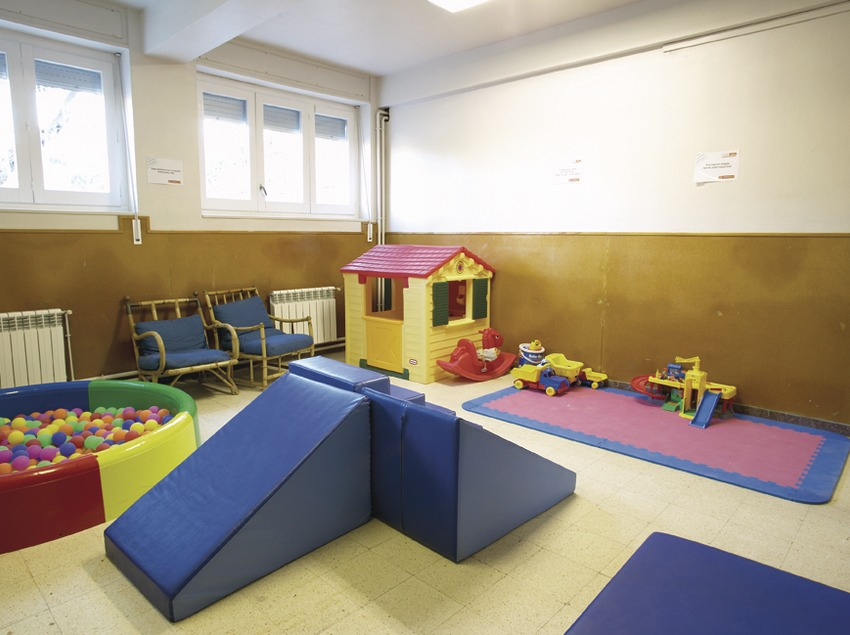 Costa Daurada. Sala de jocs infantils de l'Alberg Santa Maria del Mar, a Coma-ruga   (Xanascat)
