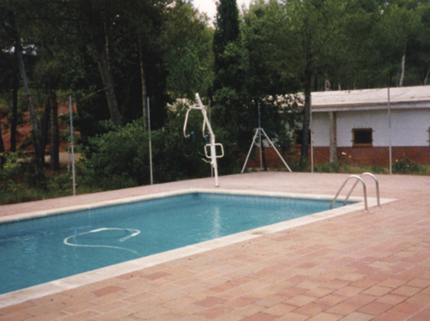 Catalunya Central. Piscina del Alberg Viladoms de Baix, en Castellbell i el Vilar   (Xanascat)