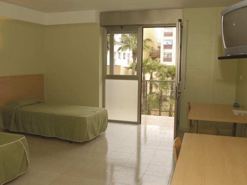 Vilanova i la Geltrú. Dormitori de l'Alberg Vila-Nova   (Xanascat)