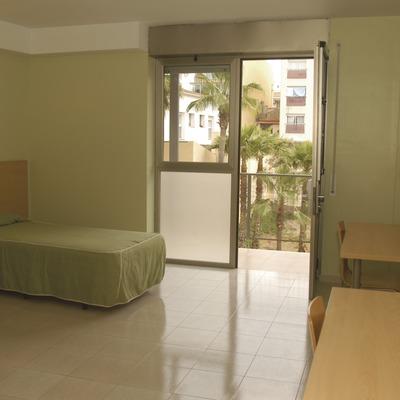 Vilanova i la Geltrú. Dormitorio del Alberg Vila-Nova   (Xanascat)