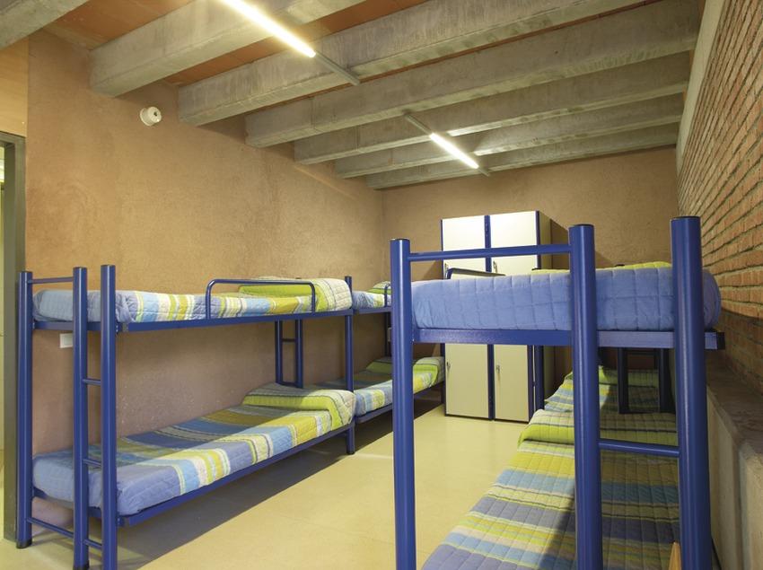 Pirineus. Dormitori de l'Alberg Ruta del Ferro, a Sant Joan de les Abadesses   (Xanascat)
