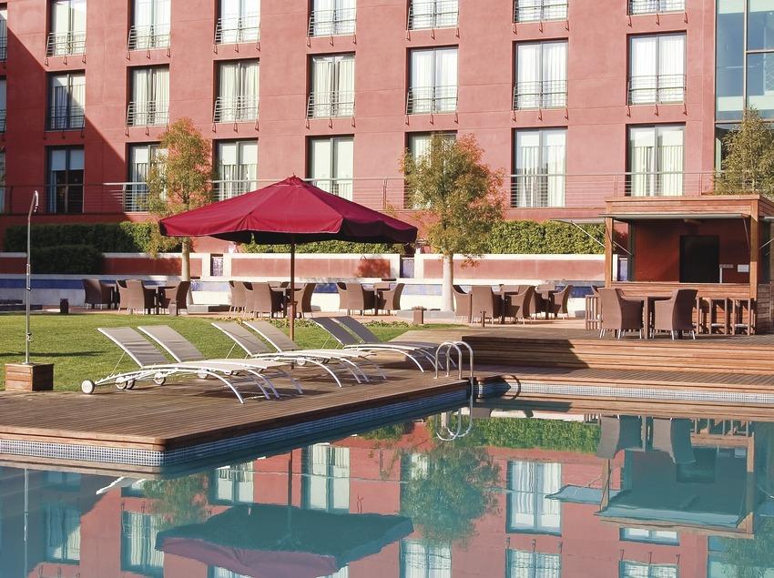 Barcelona. Façana de l'Hotel Barceló Golf, a Sant Joan de les Abadesses   (Hotel Barceló Montserrat)