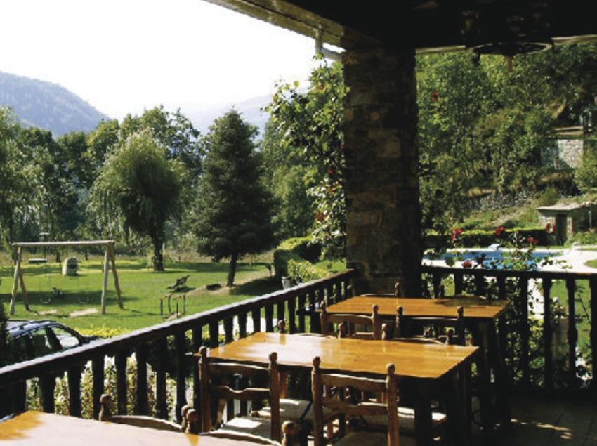 Pirineus. Jardí de l'Hotel La Coma, a Setcases   (Hotel La Coma)