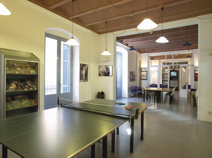 Girona. Sala de juegos del Alberg Cerverí   (Xanascat)