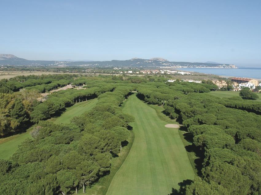 Costa Brava. Vista aérea del Golf Serres de Pals   (Golf Serres de Pals)