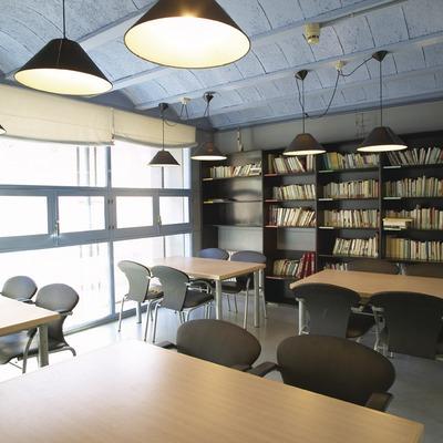 Girona. Biblioteca del Alberg Cerverí   (Xanascat)