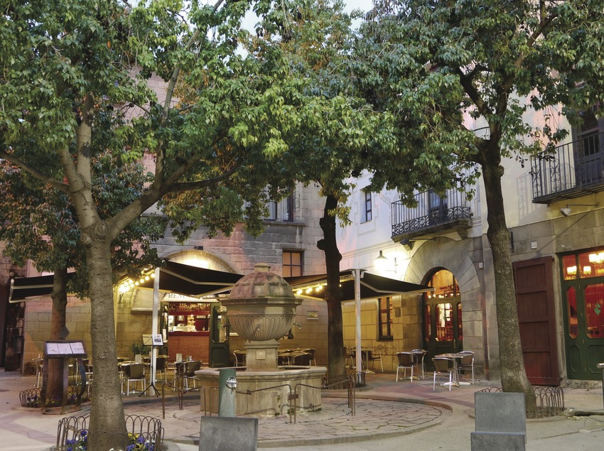 Barcelona. Terraza exterior del Restaurant La Font de Prades, en el Poble Espanyol   (La Font de Prades)