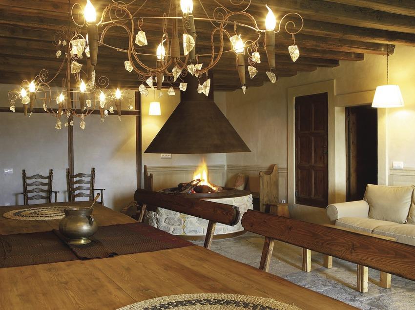 Pirineus. Sala de estar del Hotel Sant Roc de Solsona   (Sant Roc Hotel & Spa)