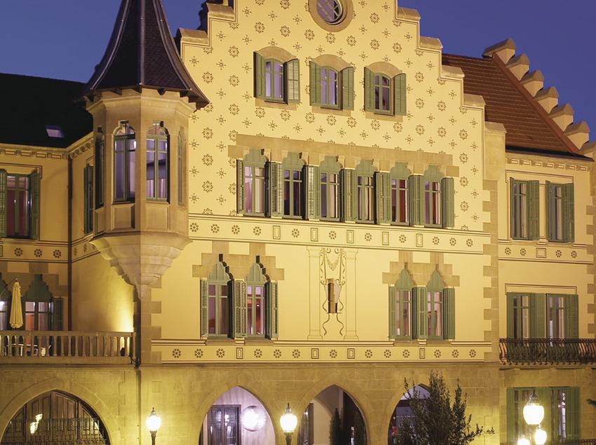 Pirineus. Façana exterior de l'Hotel Sant Roc, a Solsona   (Sant Roc Hotel & Spa)
