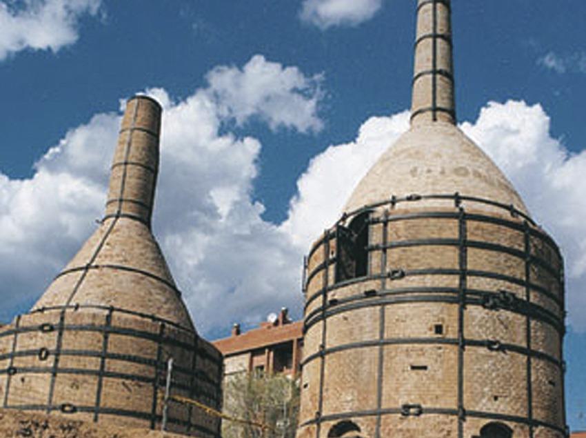 Costa de Barcelona. Hornos de la antigua fábrica Pujol i Bausis, en Esplugues de Llobregat   (Xatic. Xarxa de Turisme Industrial de Catalunya)