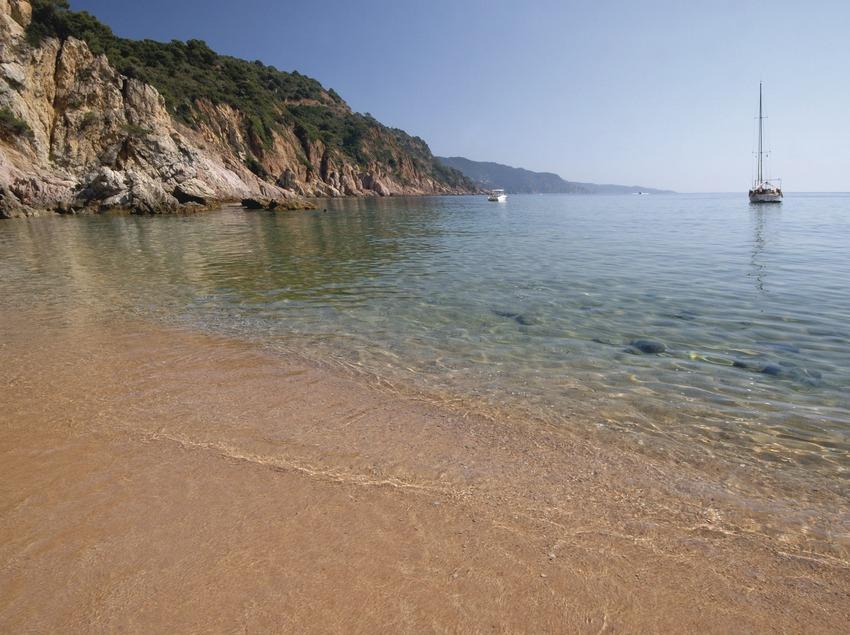 Costa Brava. Cala Futadera, a Tossa de Mar   (Oficina Municipal de Turisme de Tossa de Mar)