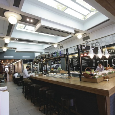Barcelona. Barra del Restaurant Miguelitos   (Restaurant Miguelitos)
