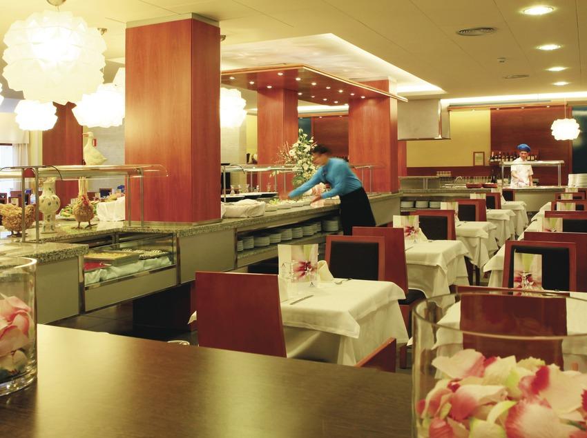 Lloret de Marc. Restaurant de l'Aqua Hotel Bertran   (Aqua Hotel)