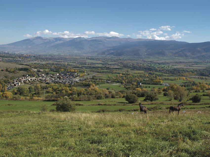 <p>Pirineus. Vista de Puigcerdà, a la Cerdanya</p> (Patronat Comarcal de Turisme de la Cerdanya)