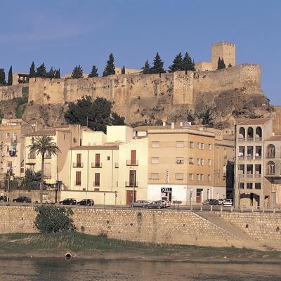 Castillo de la Suda y el río Ebre a su paso por Tortosa.  (Oriol Alamany)