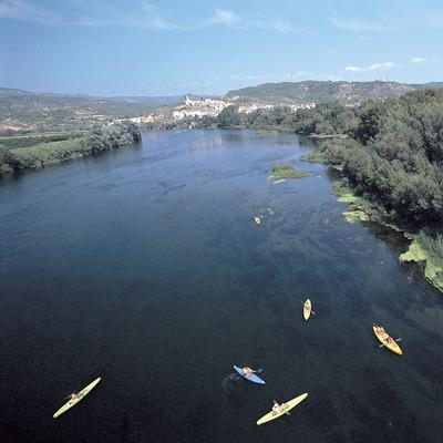 Descenso en piraguas por el Pas de l'Ase en el río Ebro.  (Rafael López-Monné)