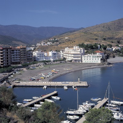 Puerto deportivo y playa de Colera  (Francesc Tur)