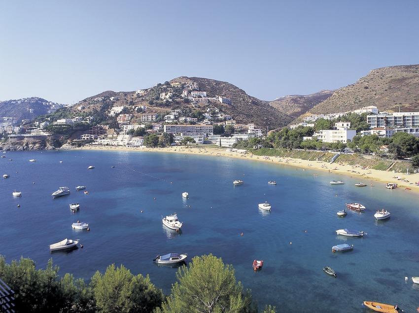 Playa de la Almadraba de Roses.    (Francesc Tur)