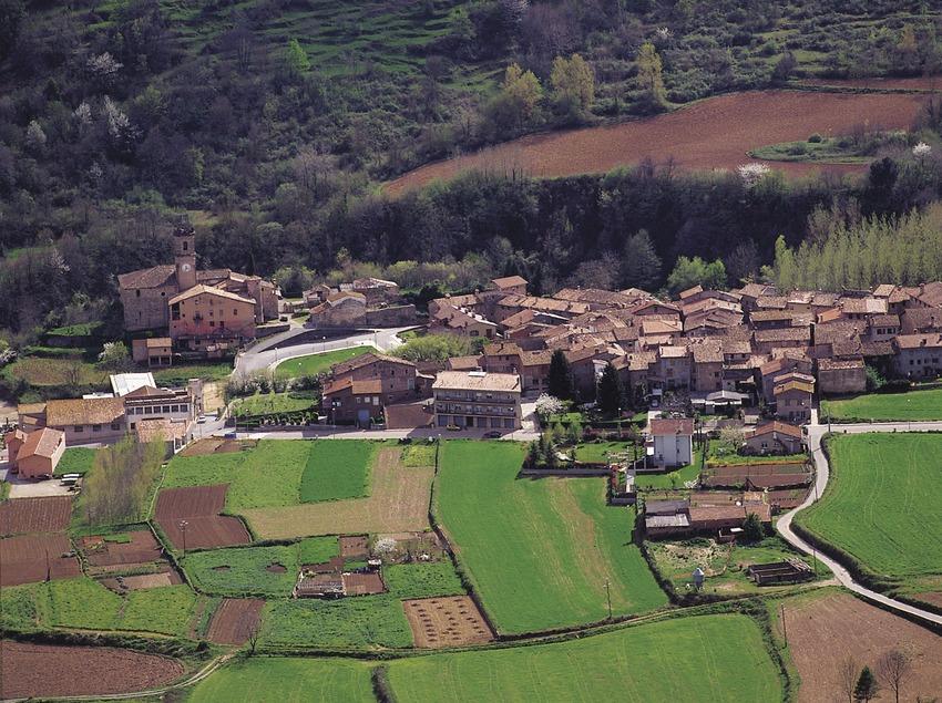 Vista del poble de Riudaura    (Francesc Tur)