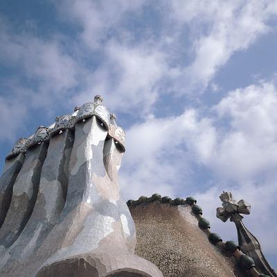 Chimeneas de la Casa Batlló y tejado de cerámica (1904-1906). Antoni Gaudí. Barcelona.   (Toni Vidal)
