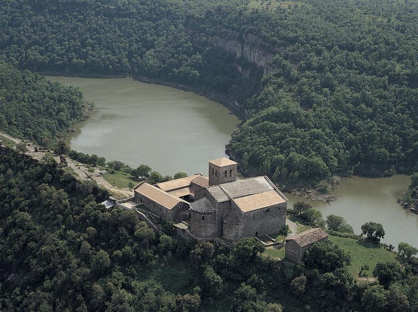 Monestir de Sant Pere de Casserres i pantà de Sau  (Antoni Anguera)