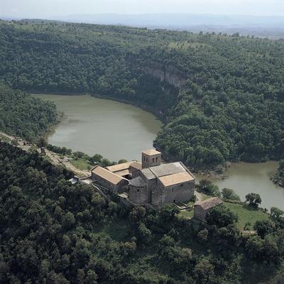 Monasterio de Sant Pere de Casserres y pantano de Sau  (Antoni Anguera)