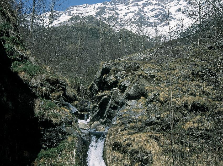 Salto de agua del río Flamicell en la Vall Fosca, Cabdella.  (Servicios Editorials Georama)
