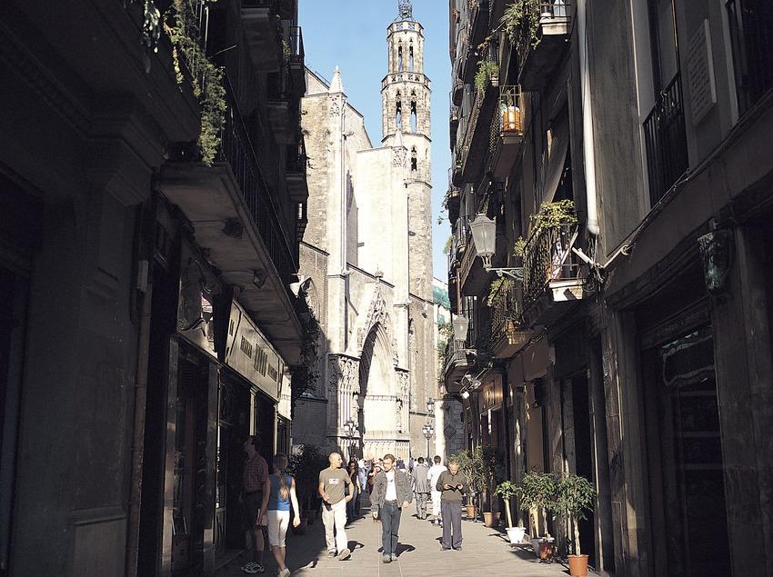Fachada de la iglesia de Santa María del Mar desde la calle Argenteria.  (Felipe J. Alcoceba)