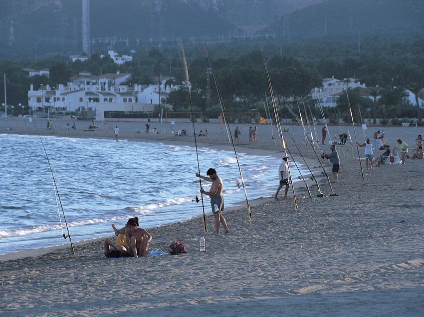 Pescadors a la platja de l'Hospitalet de l'Infant  (Rafael López-Monné)