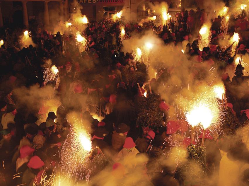 Fiestas de Corpus en la ciudad de Berga, Salt, jueves noche  (Magma)