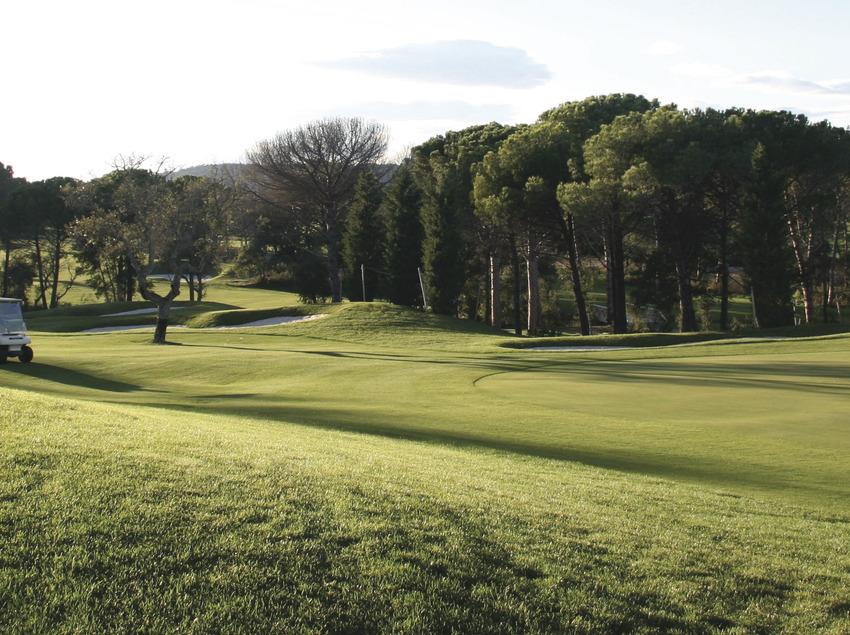 Disfrute del deporte y la naturaleza   (Club de Golf Costa Brava)