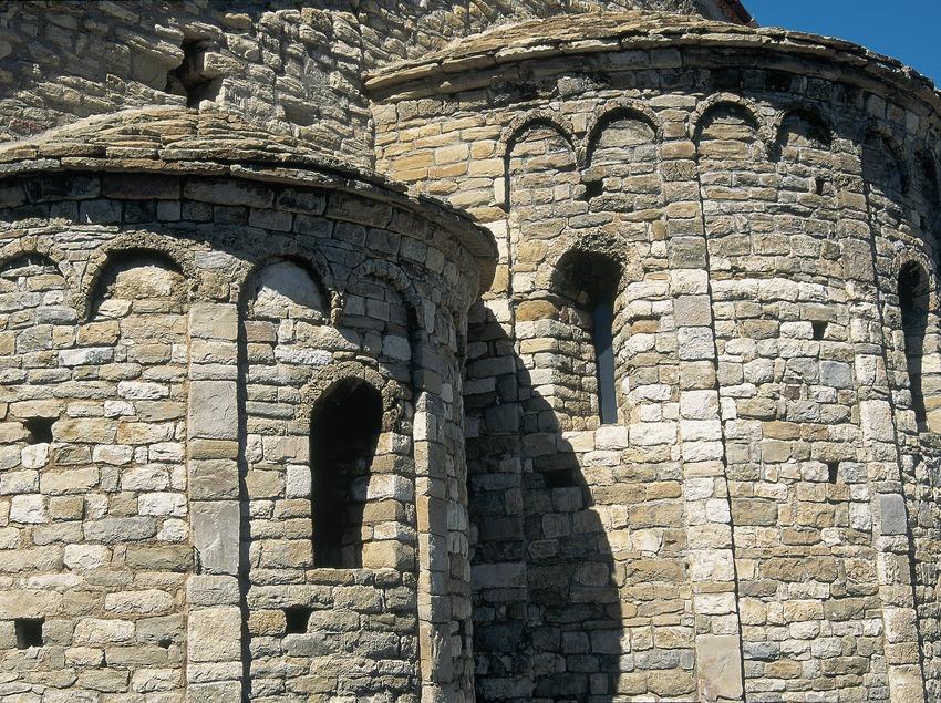 Ábside románico de la iglesia de Santa Maria.  (Servicios Editorials Georama)