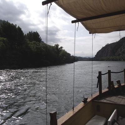 Navegar en una embarcació antiga   (Ajuntament d'Ascó)