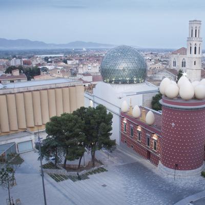La Figueres de Dalí   (Oficina de Turisme de Figueres – Ajuntament)