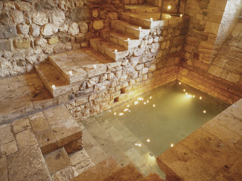 Descobrir el món jueu de Besalú   (Ajuntament de Besalú – Turisme)