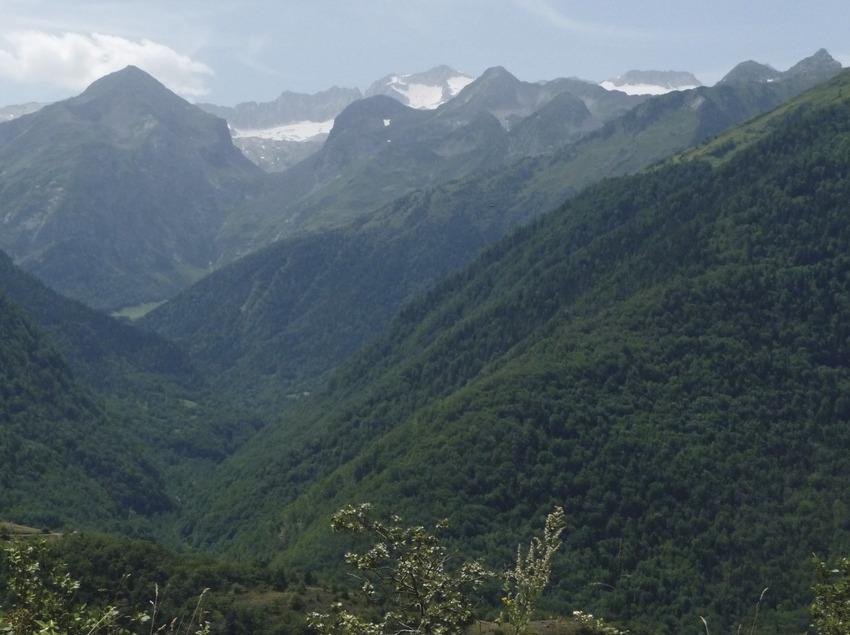 Rafting in the Pyrenees   (Naut Viajes)