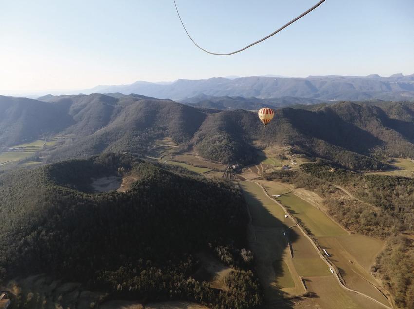Vol amb globus amb allotjament inclòs   (Vol de Coloms)