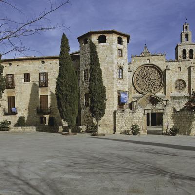 Del campanar al claustre   (Monestir de Sant Cugat)