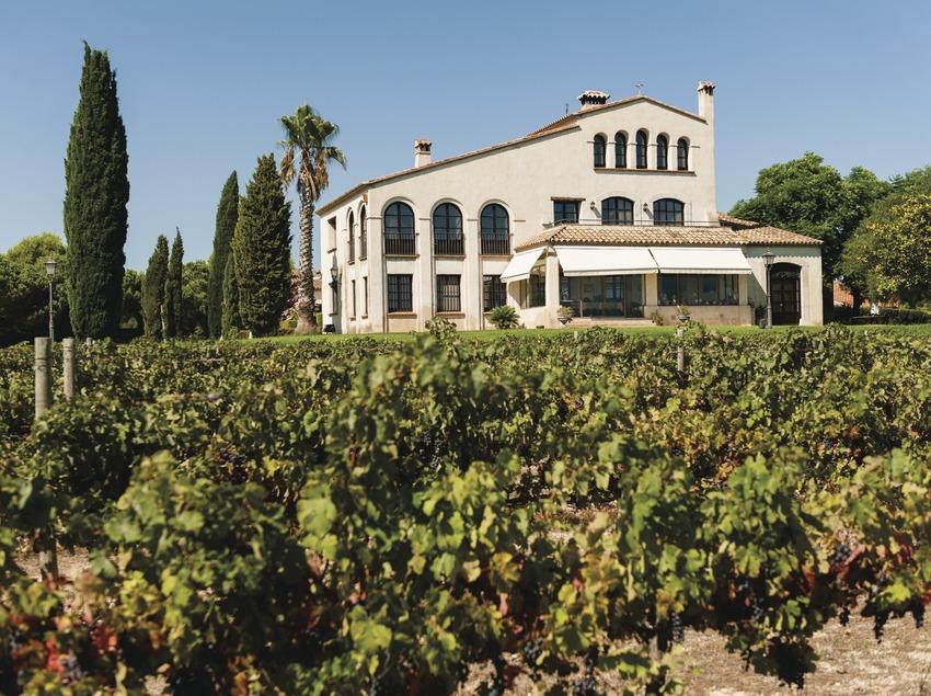 Clos Barenys, casa familiar delante los viñedos. (Marc Castellet)