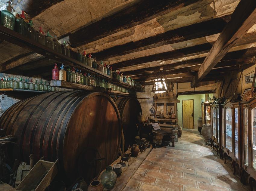 Castellroig, vista del museu del vi i del cava dins la masia.