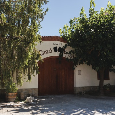 Cuscó Berga, façana de la cava.