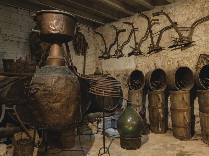 La Xarmada, elementos del museo dentro de la sala de degustación. (Marc Castellet)